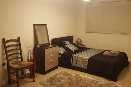 Lovely Large Double Near St. Albans City Station