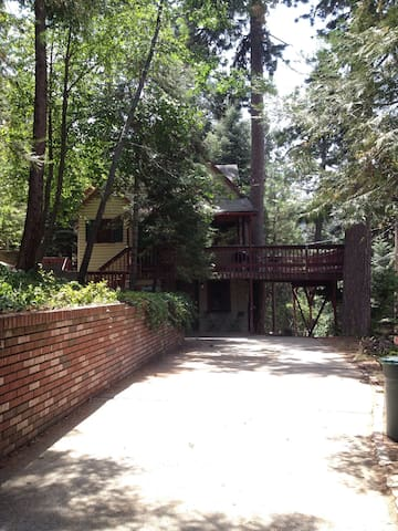 Charming 1948 Lake Arrowhead Cabin Apartment - Lake Arrowhead - Departamento