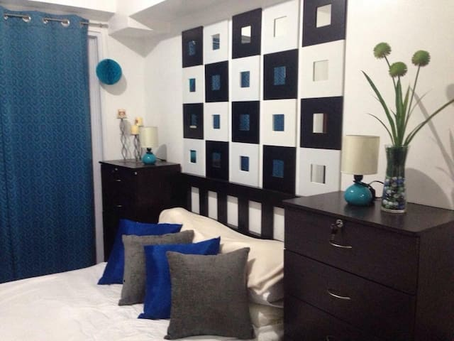 Condo By the MALL Great CONVENIENCE - Quezon City