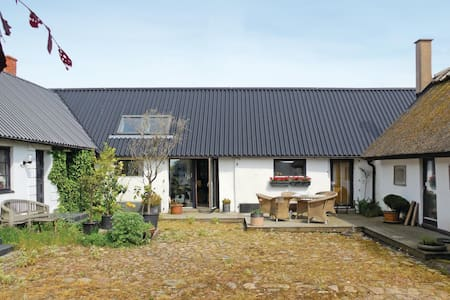 Former farm house with 2 bedrooms on 80m² in Smedstorp