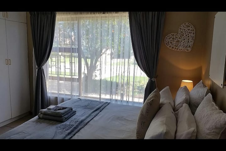 17 on Periwinkle Self-catering Apartments (Unit B)