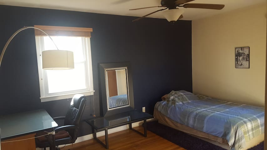 Room for rent walking distance to Princeton U