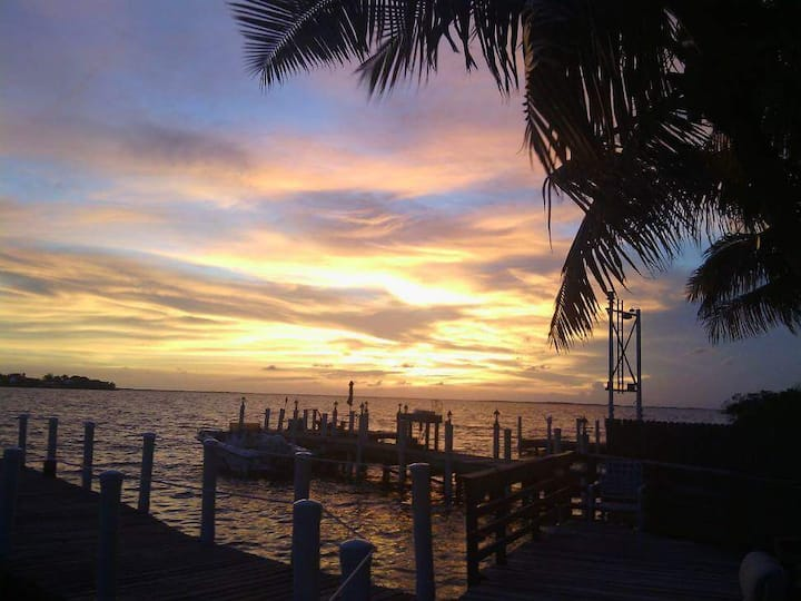 Pelicans Cove/Sunsets with dock access Key Largo