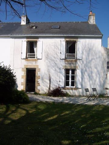 maison de village, la mer à 800 m - Arradon - House