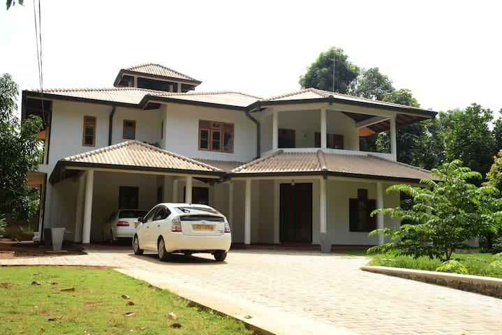 Golden Recidence - Anuradhapura - Bed & Breakfast