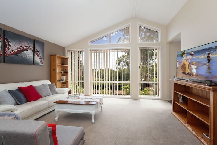 Serenity, 7 Mulloway Place - Peaceful house with air con Netflix & WIFI