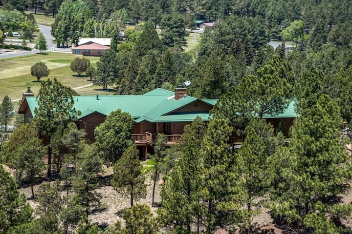 Spacious Ruidoso Chalet - Great Location and Views