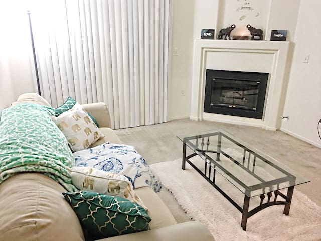 Cozy 1Bdr With Parking Included - Henderson - Apartamento