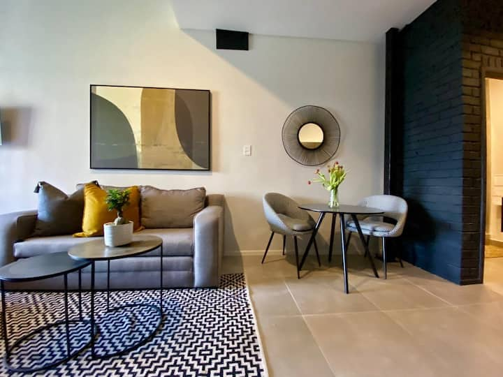 Modern Studio apartment in Sandton with free Wifi
