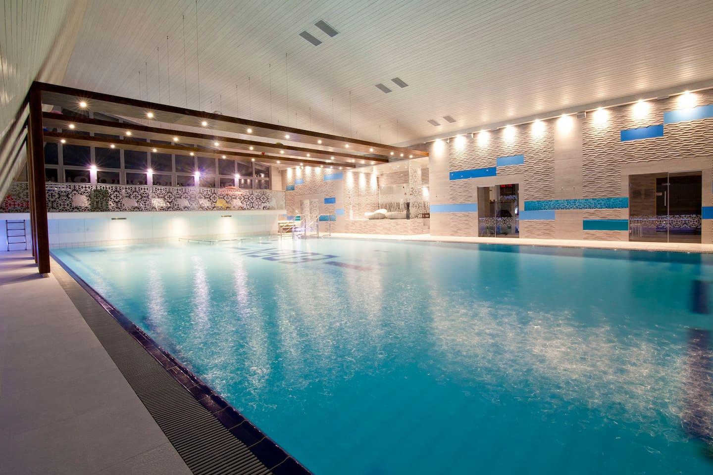 Duży basen 20x10m. Woda 30 st.C