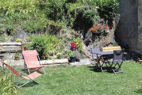 Allemont ,appartement 30 m2 en rez de jardin.