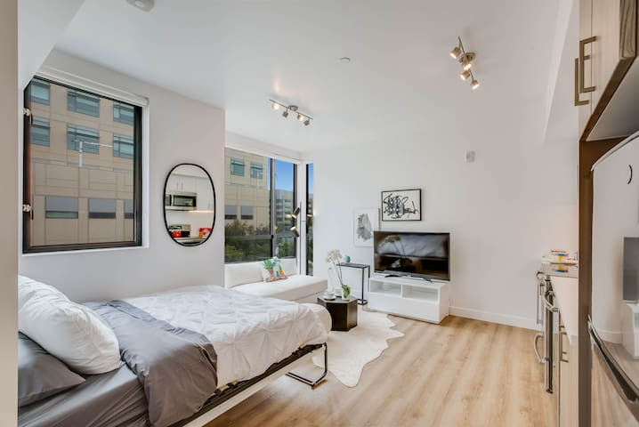 Studio with View of San Francisco Bay Waterfront