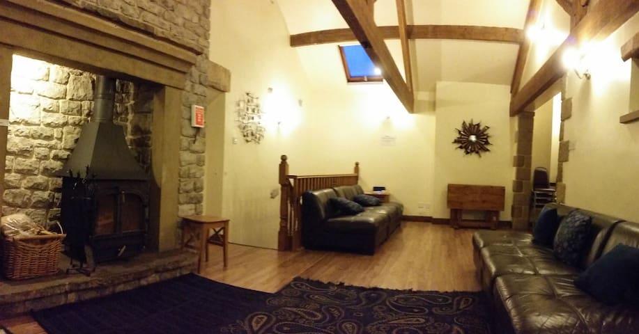 Courtyard Barn, Tideswell, Derbyshire, Sleeps 20
