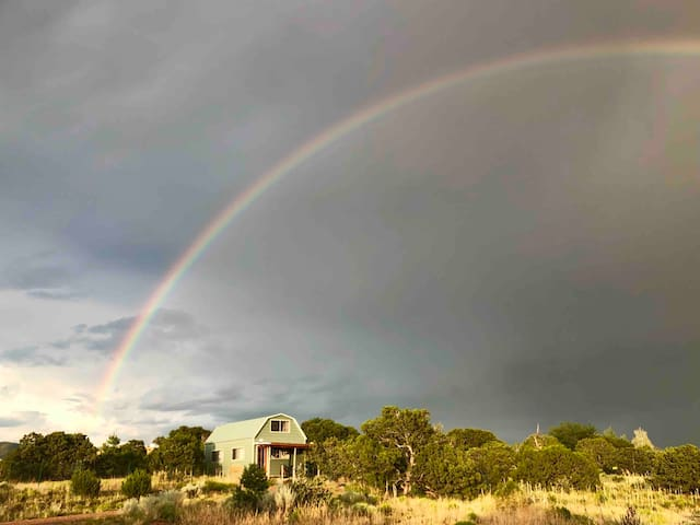 Magical Tiny House, Amazing Sunsets, Private Land