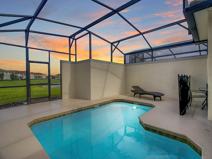 3065 GTB - Tastefully Decorated 5 Bedroom Townhome just minutes from Disney