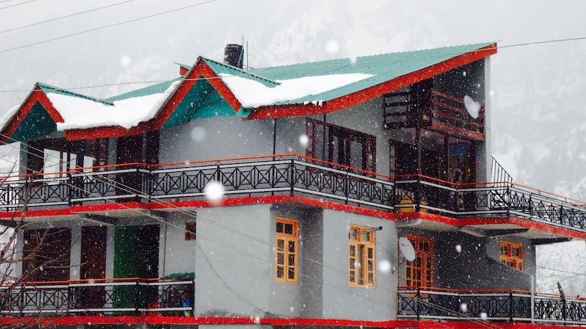 Summer House at Amar Cottage - Manali - Penzion (B&B)