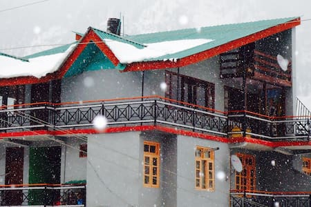 Summer House at Amar Cottage - Manali - Bed & Breakfast