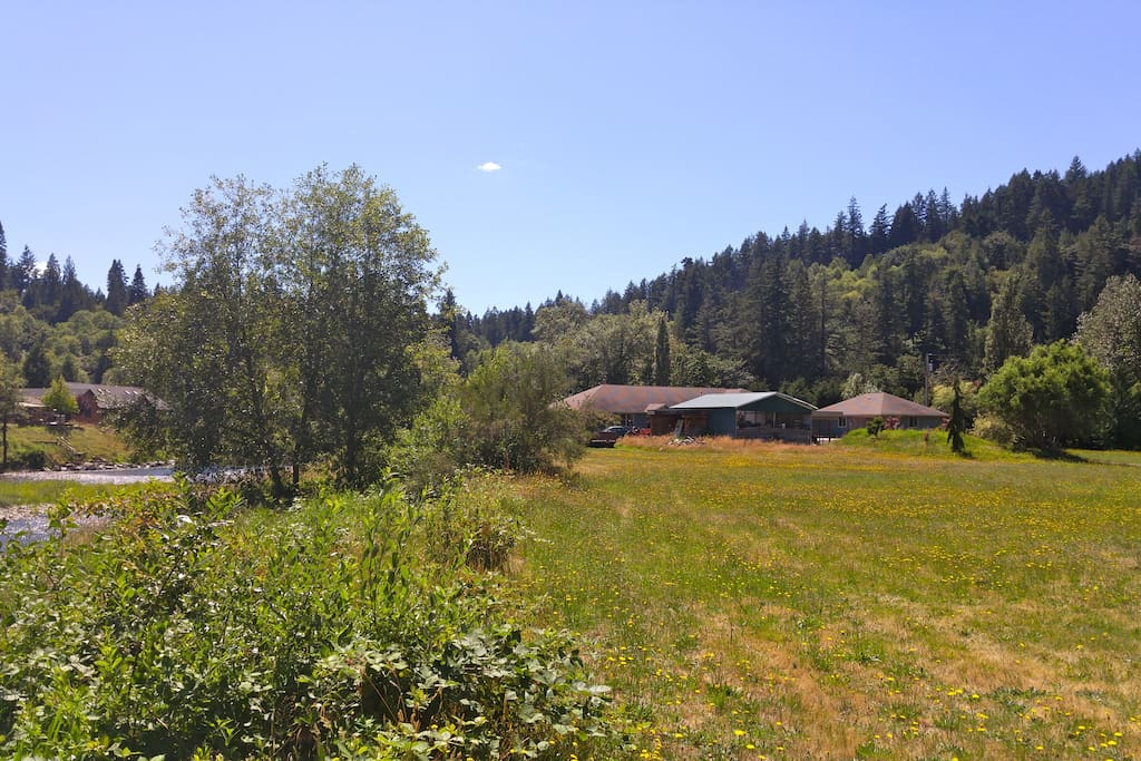 Cottage is on the right and Kalama River is on the left.