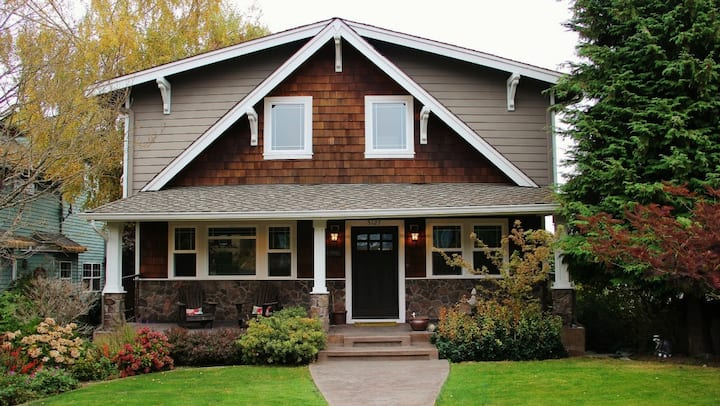 Craftsman Retreat by the Tacoma Waterfront