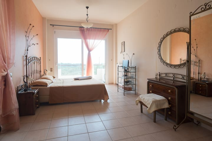 Master bedroom on the 1st floor. Double bed, fire place, walk in closet, wc, tv, air condition, viw to the Messinian Bay