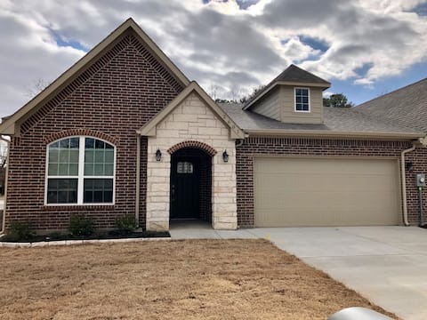 The Woodrow-Luxury Townhome in Central Greenville