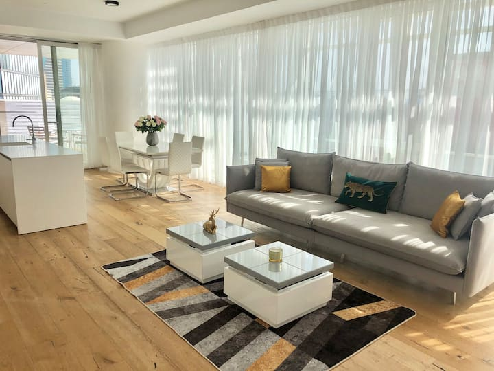 NEW LUXURY APT IN BEST TOWER OF TLV/PARKING FREE