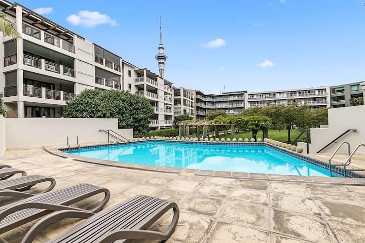 Lovely Three Bedroom w/ Free Parking - Auckland Viaduct!