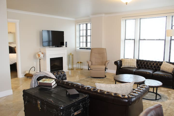 EXPANSIVE 3 BEDROOM PENTHOUSE steps to McMenamins