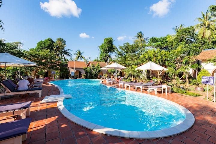 Family-friendly ⛱ beach nearby☀pool ✈ free pick up
