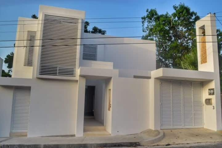 Brand new house 2 BR - pool  3 blocks from ocean