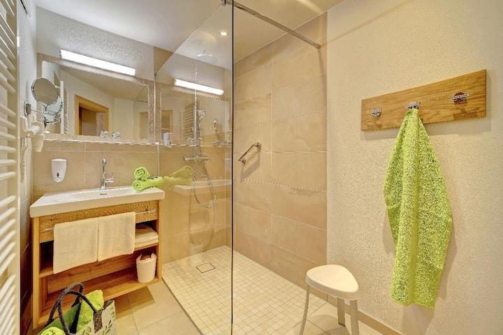 Appart-Hotel Wildererstuben (Bodenmais), Komfort-Appartement 65qm 2-7per. Küche, 2 Schlafz. Bad, Wohnz. 2 mal TV