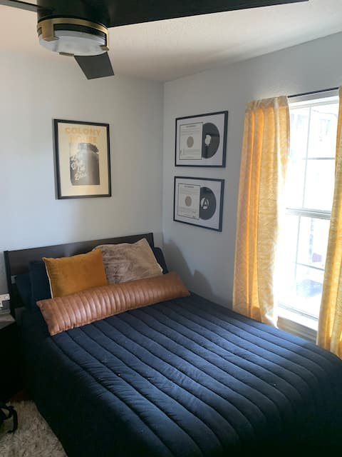 Cozy Private Bedroom in North Dallas/Denton Area