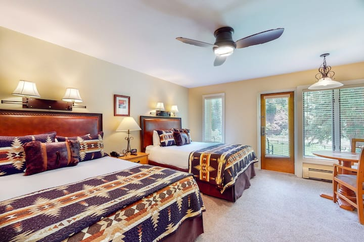 Ski-in/out, riverfront studio w/ alpine view, fast WiFi, shared pool/hot tubs/WD