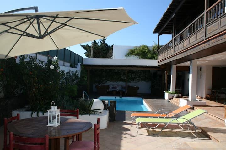 Precioso apartamento con piscina, zona residencial
