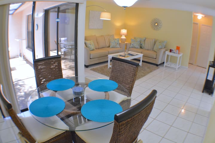 Villa Courtyard Vista - cozy condo, community pool
