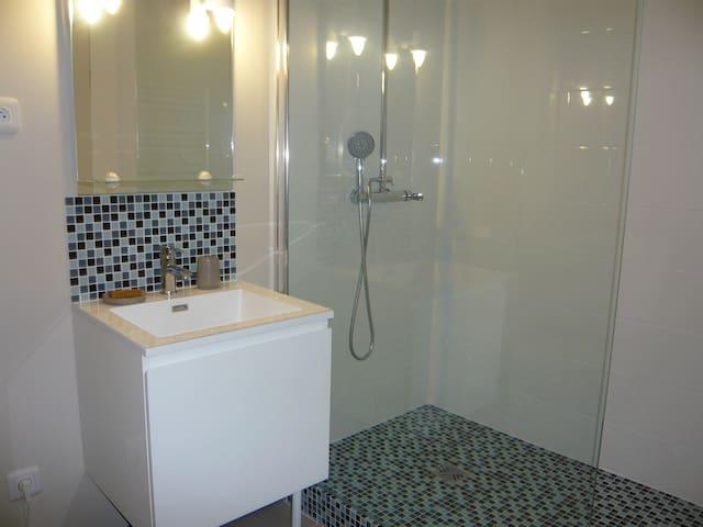 Chambre Familiale ( 2 adultes, 2 enfants) - Genneville - Bed & Breakfast