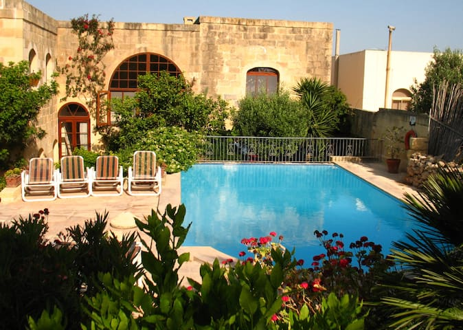 "Farmhouse  ""Ta Gola"" amazing garden and pool, Gozo - Nadur - House"
