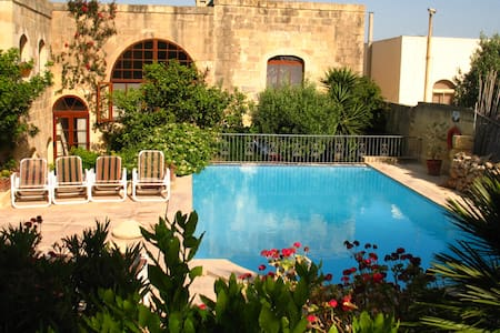 "Farmhouse  ""Ta Gola"" amazing garden and pool, Gozo - Nadur - Casa"