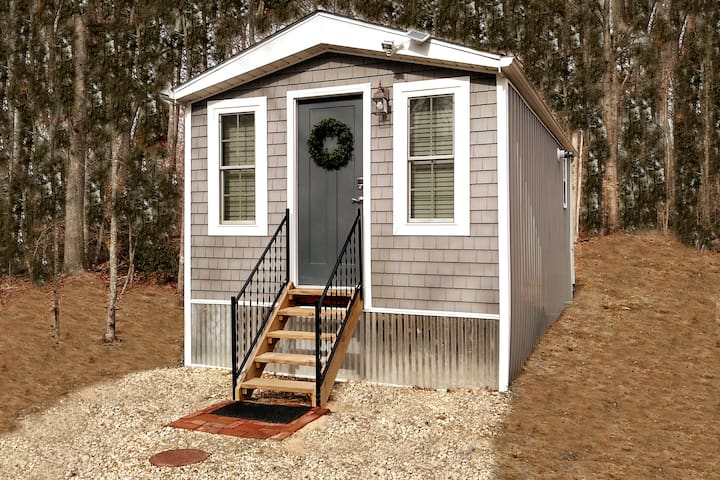 """ENTIRE Home - New """"Tiny House at the Battlefield"""""""