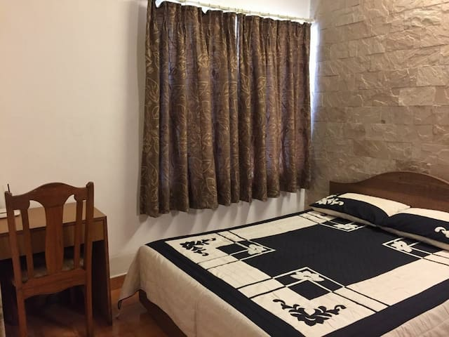 Cosy Private Room in Lokhandwala