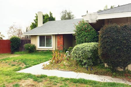 Private Cozy and Clean Rooms in Pomona - Pomona - Casa
