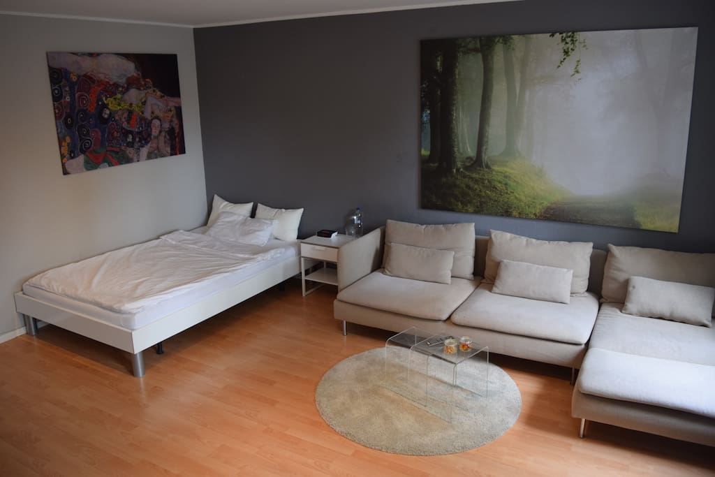 Schlaf- und Couchbereich  --  Sleeping- and relaxing area