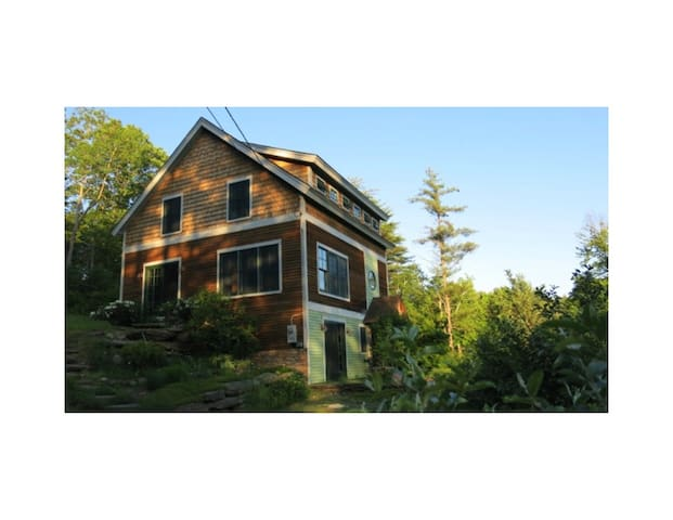 Magical 3-Bedroom Post & Beam Brattleboro Retreat! - Brattleboro - Casa