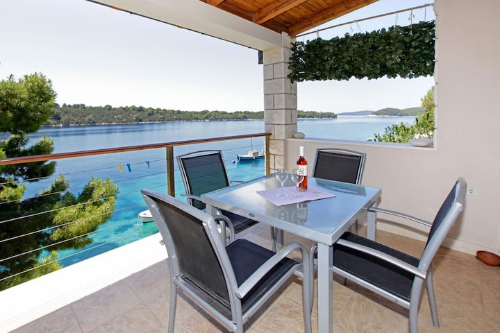 One bedroom apartment near beach Karbuni, Korčula (A-18137-a)