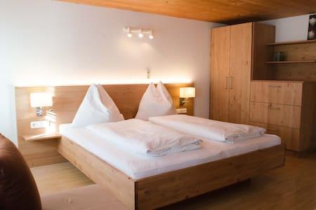 Freundliche, helle Wohnung mit Loggia - Au - Byt