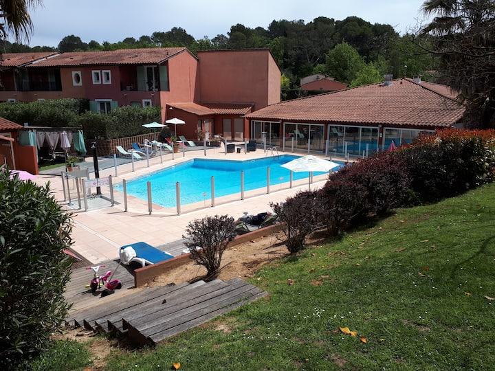 studio vacances piscine climatisation terrasse
