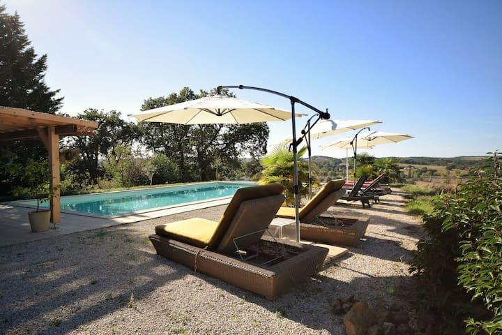 Gîte moderne avec piscine à Gaujan