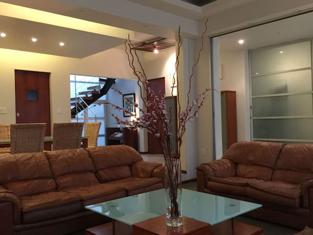 House W/ 6 Bedrooms & 6 Baths Near WTC & Condesa - Mexico City - House