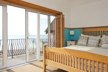 LARGE SEA FACING WITH BALCONY - Lancing - House