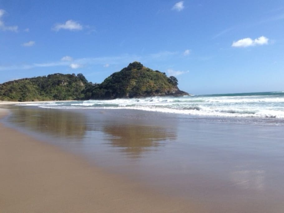 Beautiful Medland's Beach - just over the sand dunes from the house